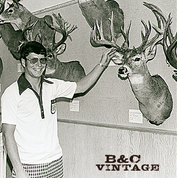 //www.petersenshunting.com/files/biggest-non-typical-whitetails-of-all-time/12_larry_raveling.jpg