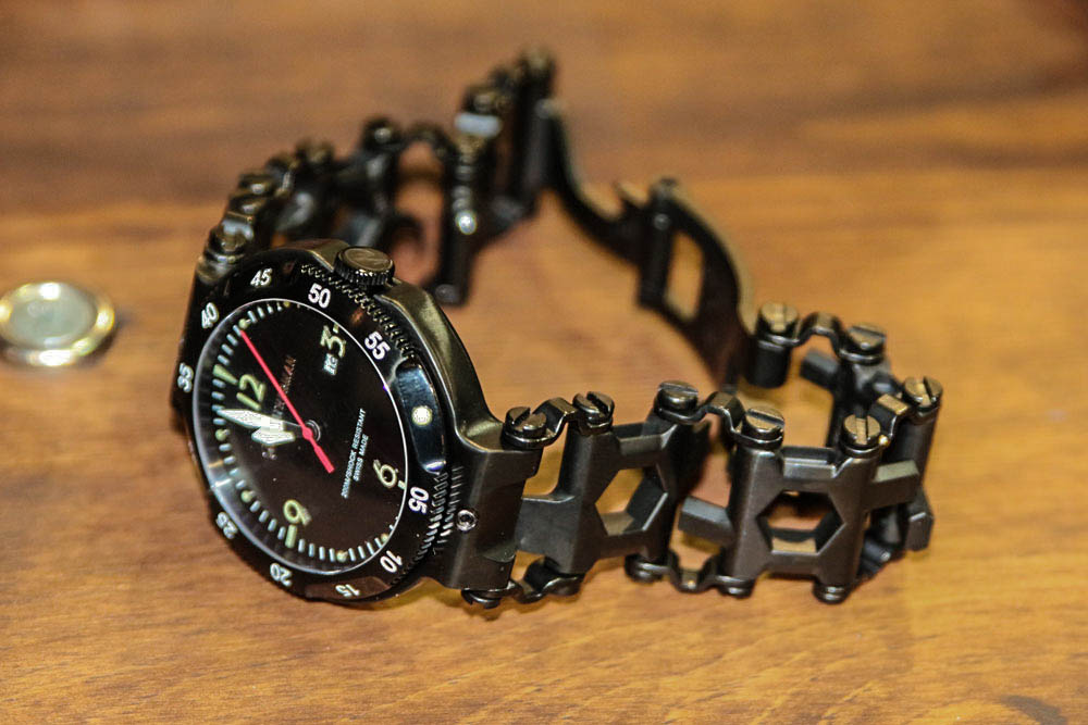 //www.petersenshunting.com/files/huntings-2015-fathers-day-gift-guide/leatherman-tread-qm1.jpg