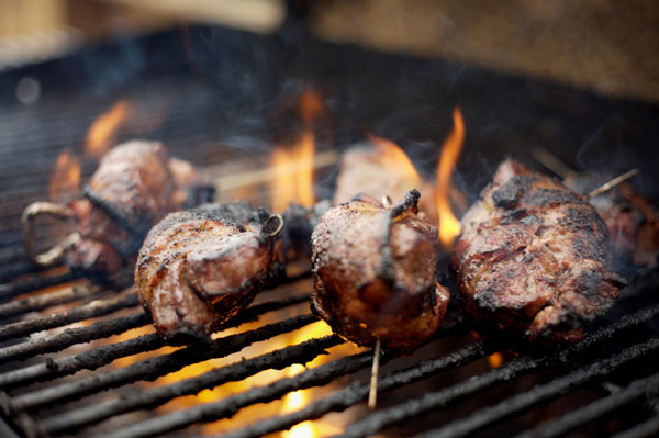 //www.petersenshunting.com/files/related-6-great-venison-recipes-for-date-night/6loins.jpg