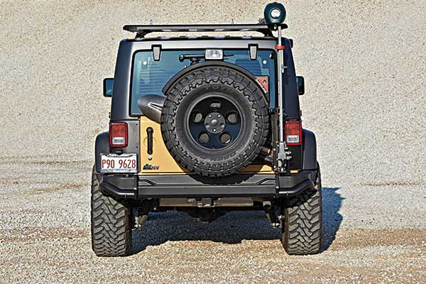 //www.petersenshunting.com/files/the-ultimate-hunting-jeep/03_jeep.jpg