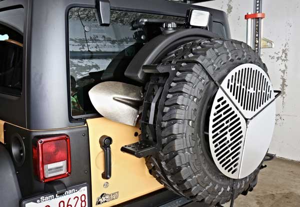 //www.petersenshunting.com/files/the-ultimate-hunting-jeep/13_jeep.jpg