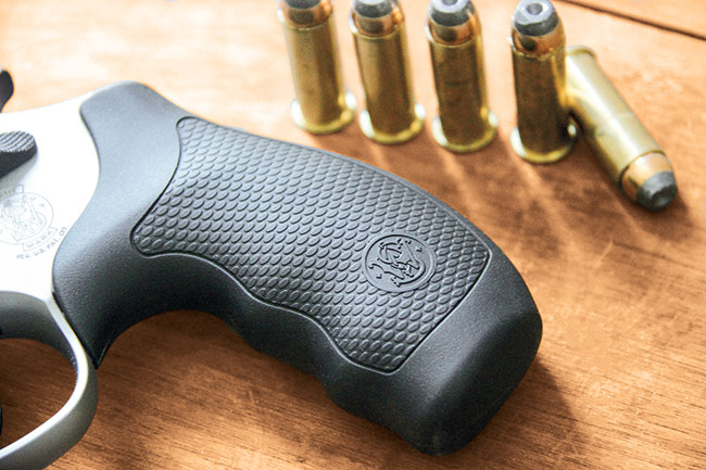 Review-S&W-Model-69-Combat-Mag-grip