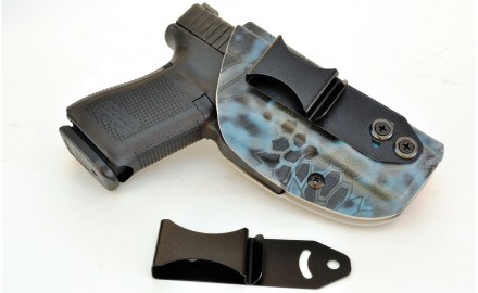 The Vedder IWB holster is simple. The steel belt clip can be moved half an inch up or down, and by loosening a tension screw it can pivot 30 degrees. You can get a 1.5-inch belt clip (mounted) and/or a 1.75-inch belt clip.