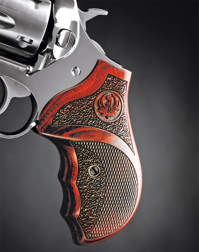 The polished stainless metal is handsomely complemented by a set of Altamont laminated grips with finger grooves.