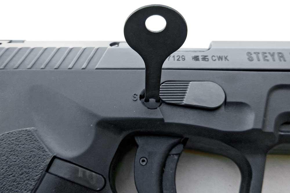 http://www.handgunsmag.com/files/steyr-arms-l9a1-review/streyrarms_l9a1_2.jpg
