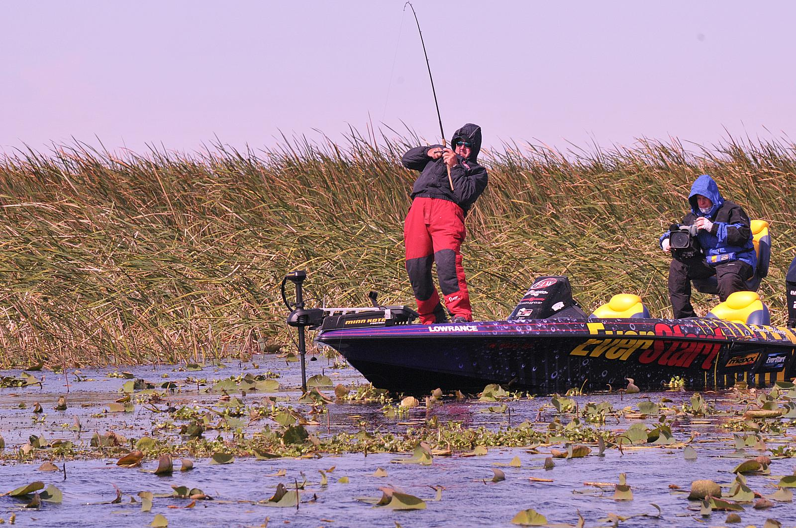 Tharp wins flw tour event on lake okeechobee for Bass fishing tournaments in florida