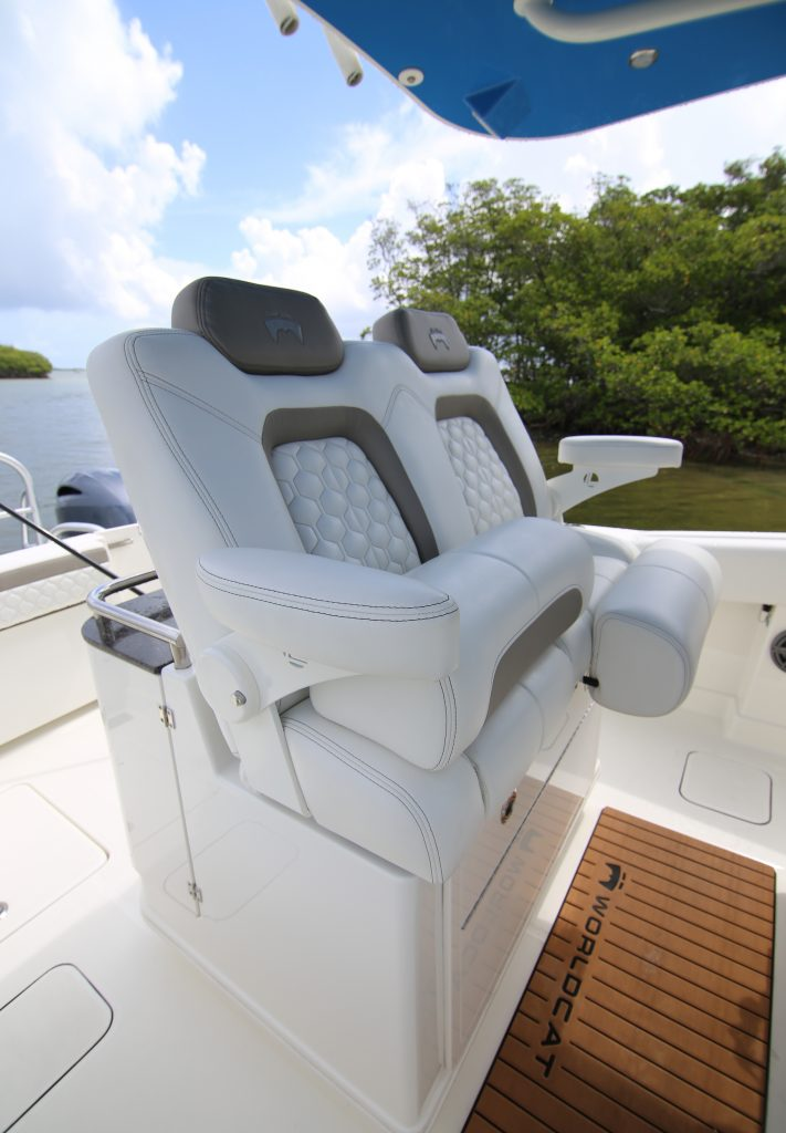World Cat 280 CC-X Helm Seating Review