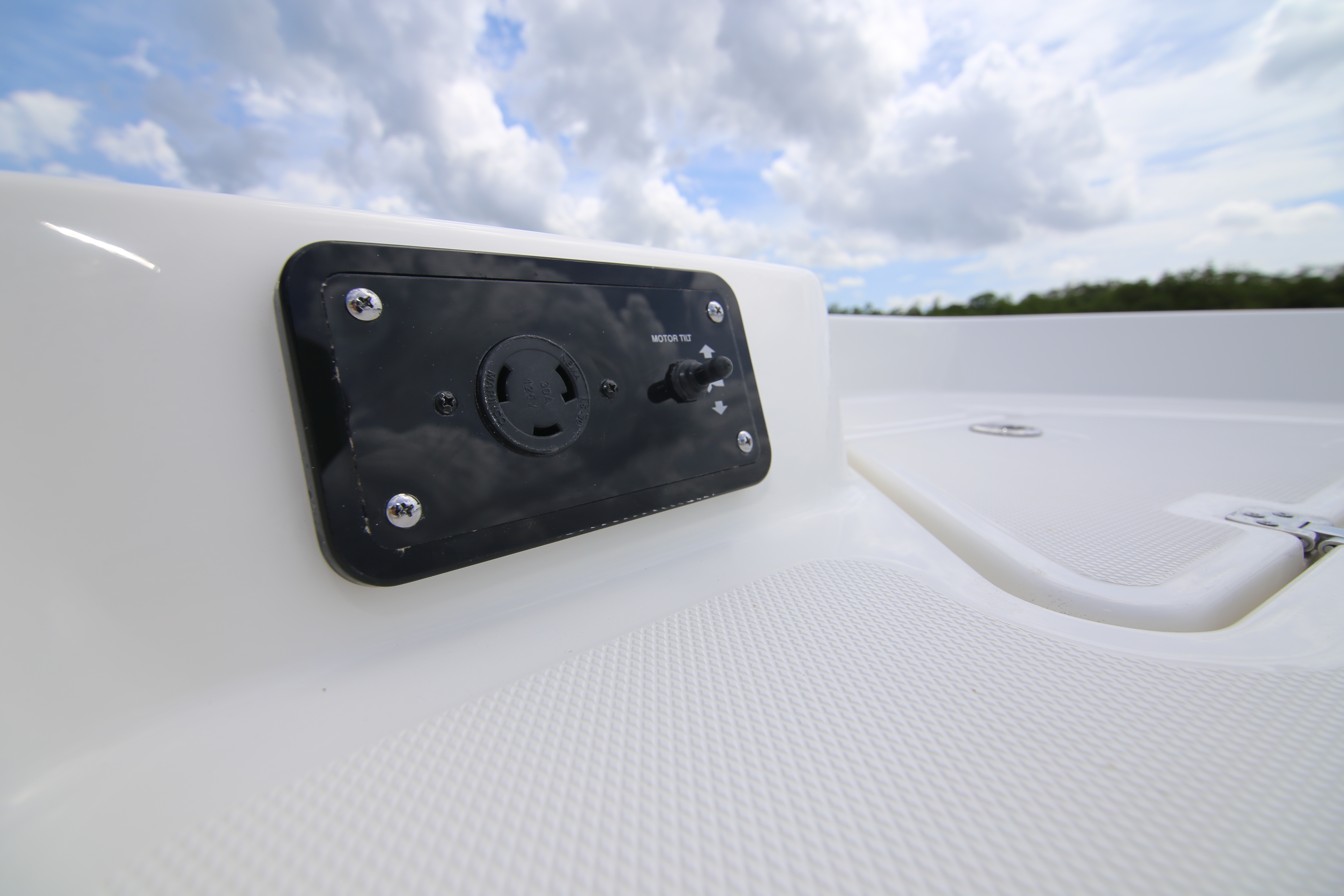 Nautic Star 265 XTS Trolling Motor Plug Review