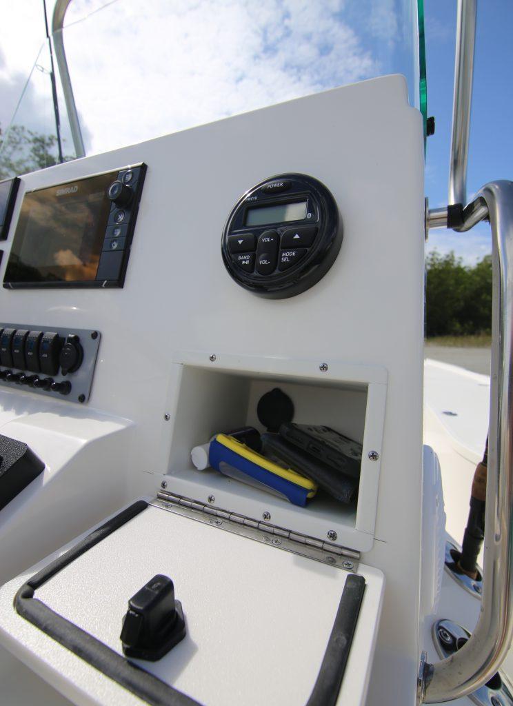 Sea Born FX 21 Bay Dash Storage Review