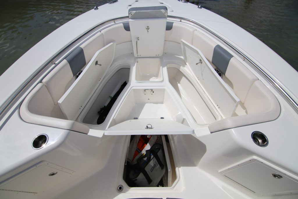 Robalo R302 Front Storage Review