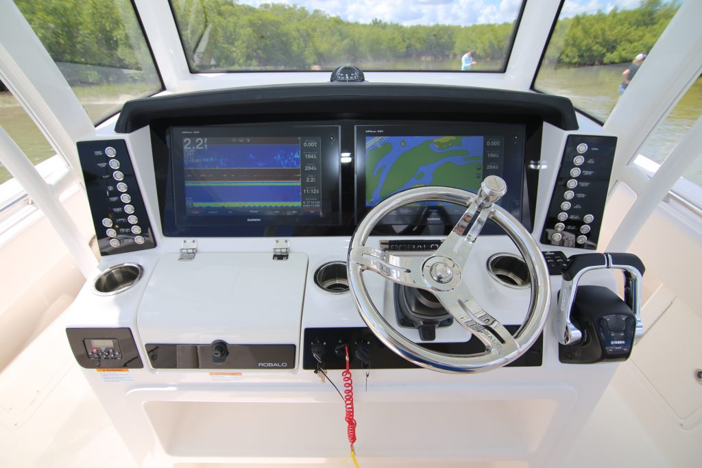 Robalo R302 Helm Review