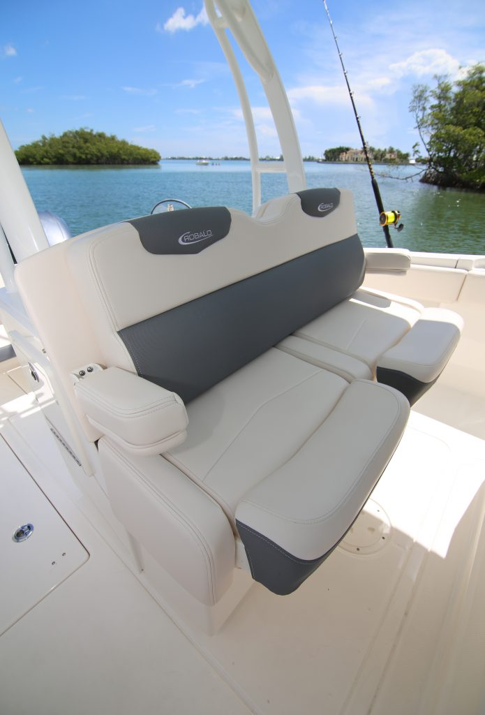 Robalo R302 Helm Seat Review