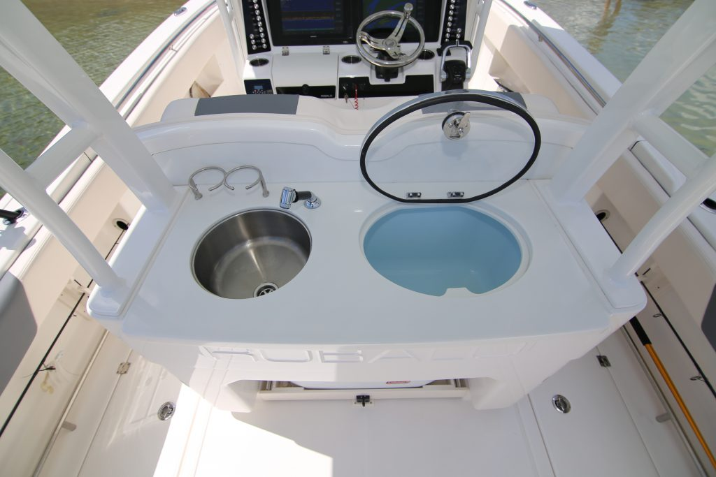 Robalo R302 Helm Station Review