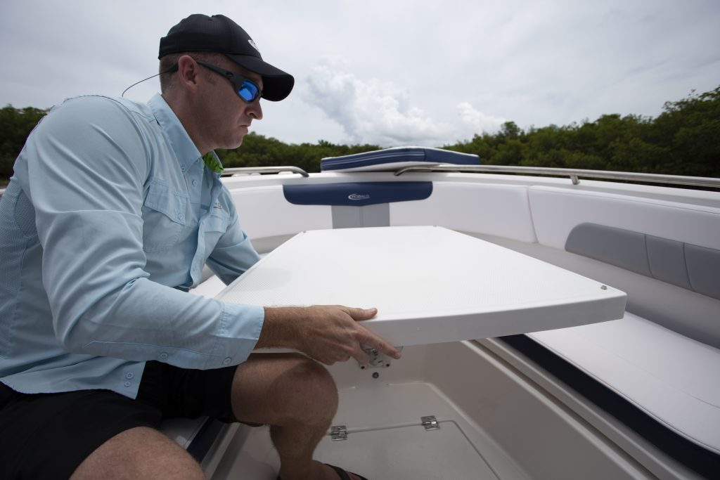 Robalo 242 Explorer Table Review