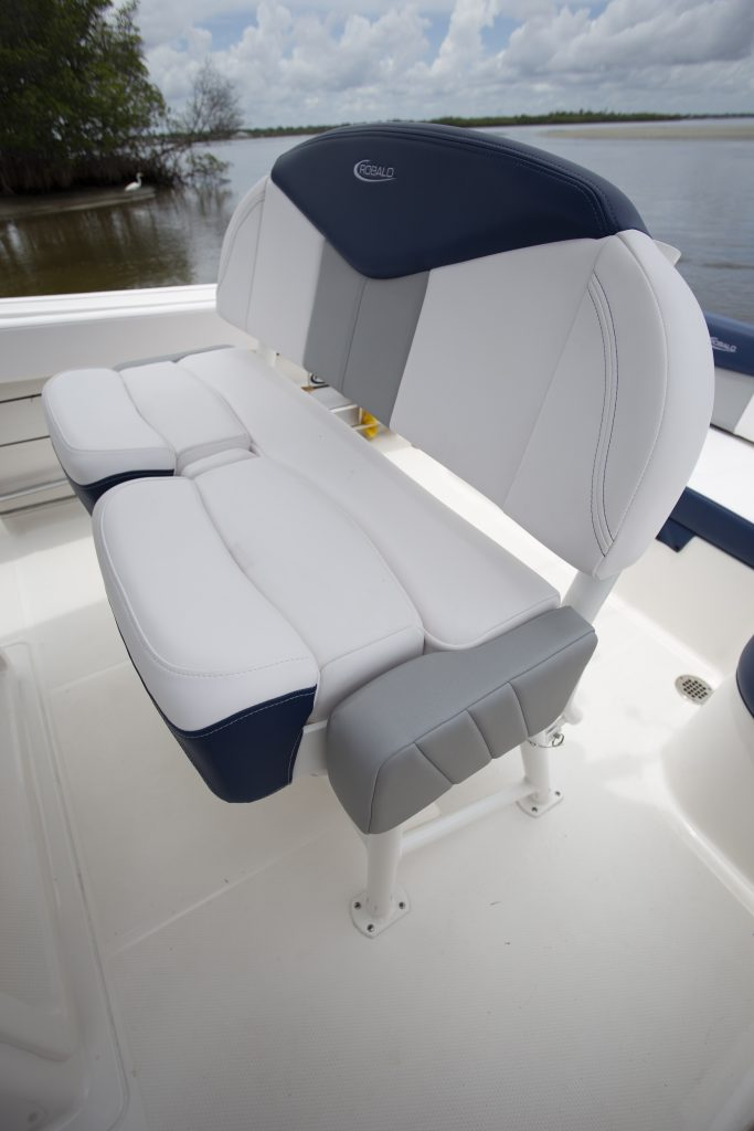 Robalo 242 Explorer Helm Seat Review