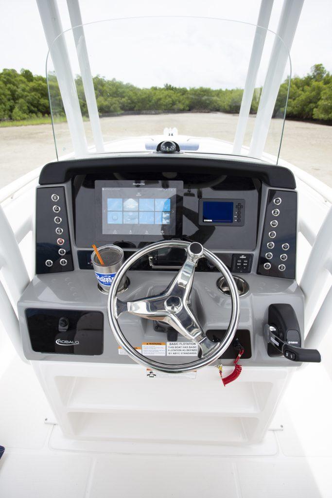 Robalo 242 Explorer Helm Review