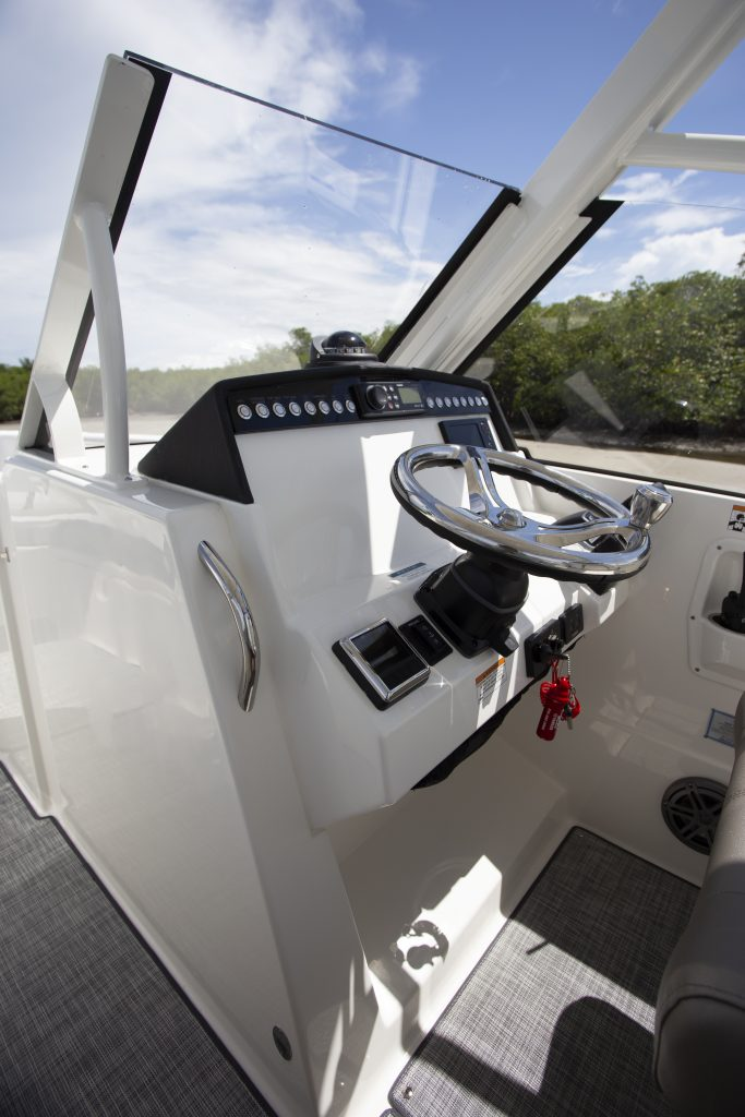 World Cat 280 DC-X Helm Review