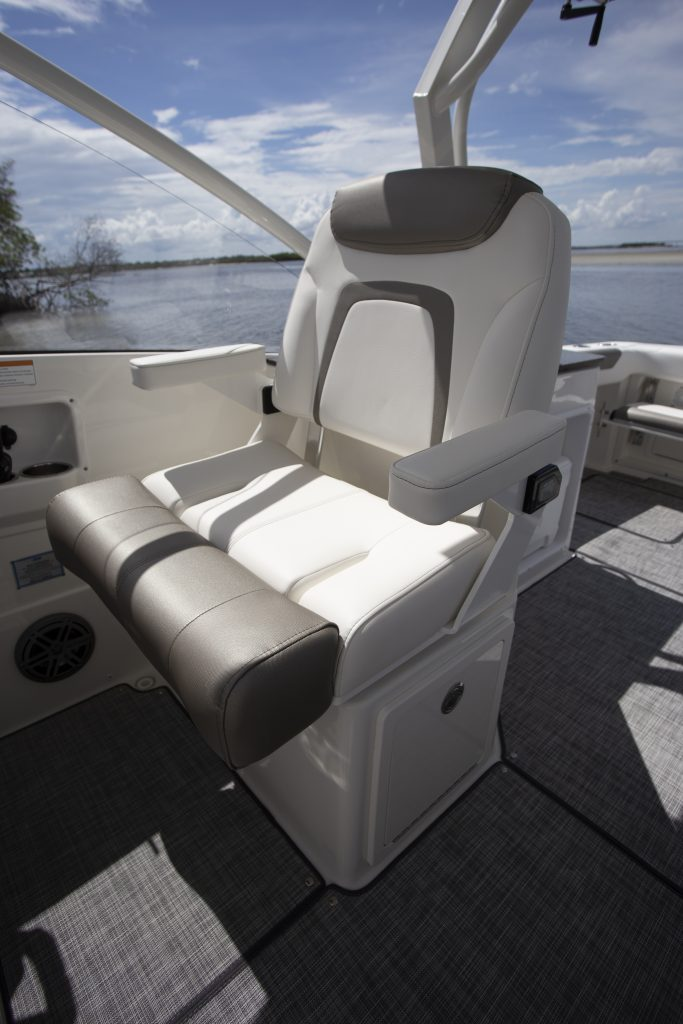 World Cat 280 DC-X Helm Seat Review